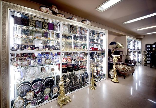 Вы просматриваете изображения у материала: Искушение - магазин подарков